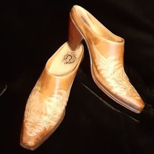 CHARLIE ONE HORSE Mules Clogs Sz 8